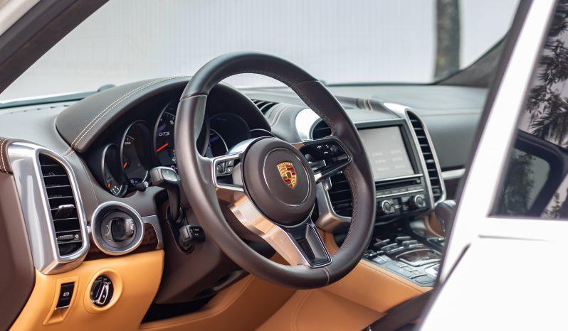 Porsche Cayenne GTS 2016 full